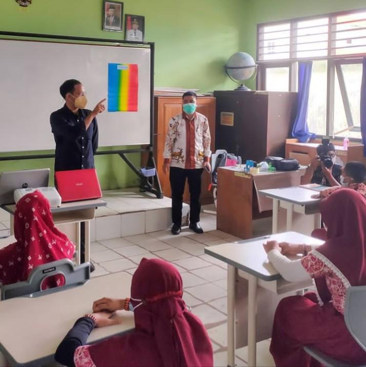 Nadiem Makarim Membolehkan Sekolah Tatap Muka dengan Beberapa Syarat