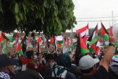 Aksi Warga Pangalengan Membela Palestina dengan Melakukan Long March sambil Berdonasi